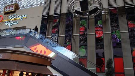 the D escalator